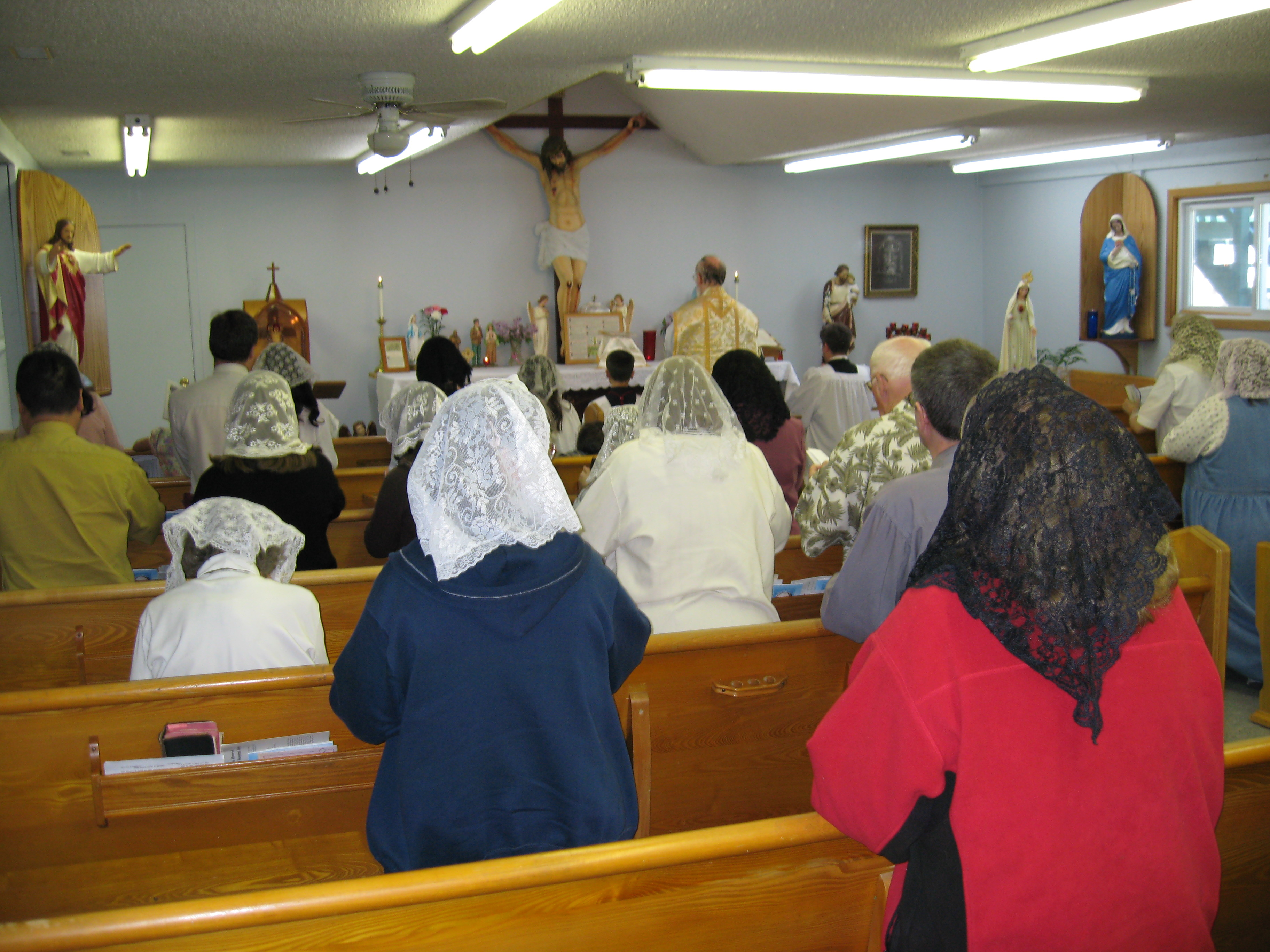 Picture of Father Gruner giving Mass