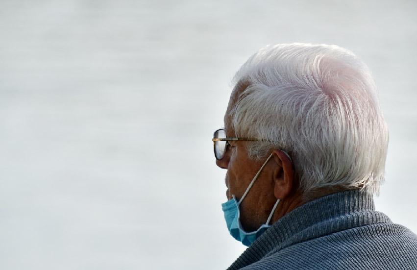 Elderly man wearing a face mask